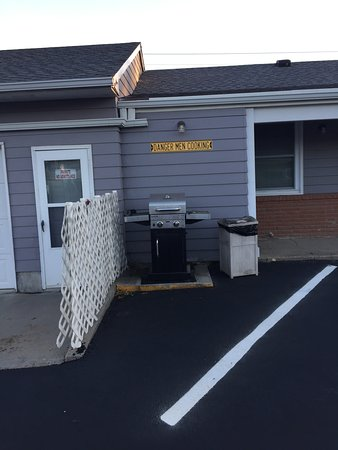 Tarkio, MO: Grill for customers.