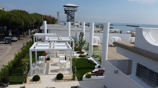 Lido Beach: lidò beach. Ampia terrazza dove si balla e si organizzano eventi