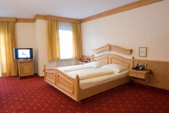 zimmer picture of landhaus alte scheune frankfurt. Black Bedroom Furniture Sets. Home Design Ideas