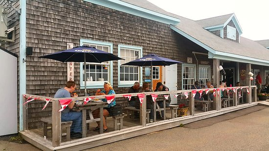 Victoria, Канада: Outside dining at the Lobster Barn Pub