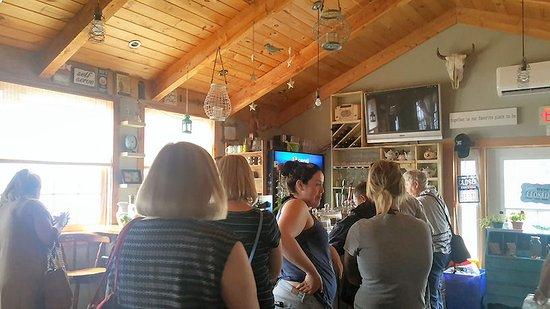 Victoria, Canada: Long queues at the Lobster Barn Pub