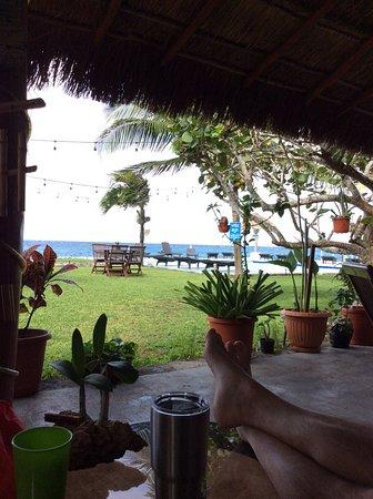Blue Angel Resort: Sitting area in open air lobby