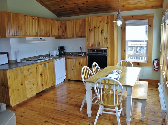 Boutiliers Point, Kanada: Sneezewort's Shanty - Kitchen/dining area