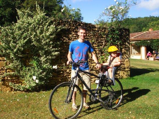 Saint-Pompon, France: Vélos à disposition avec sièges bébé, cartes IGN et circuits