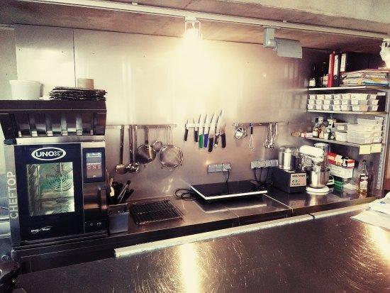 Redon, France : Notre petite cuisine où il fait bon vivre :)