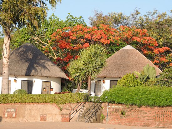 Sunbird Livingstonia Beach: Rooms in front of the beach