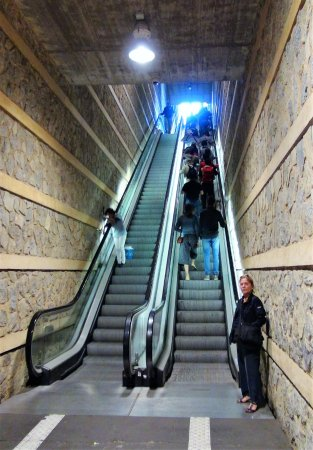 Escaleras mecanicas del paseo de recaredo toledo qu for Escaleras toledo