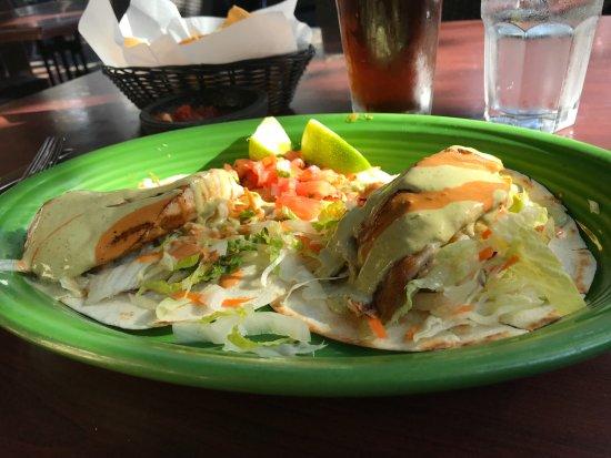 La Casa Restaurant: Grilled fist tacos, nice presentation