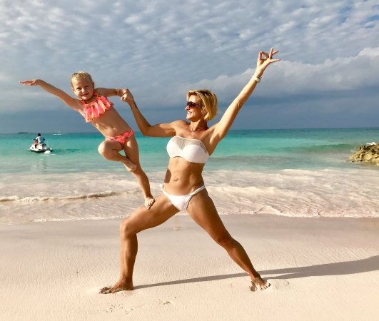 Dunmore Town, Harbour Island: Mom and daughter beach yoga