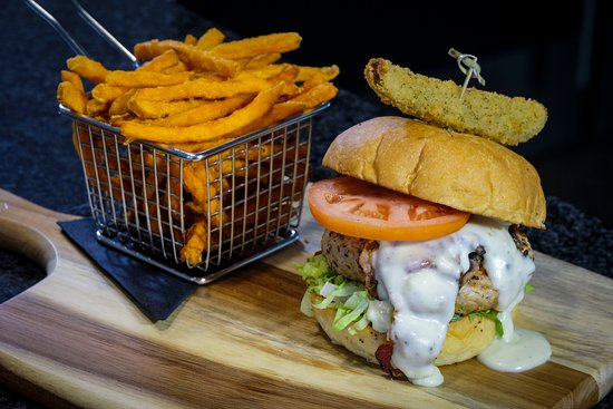 Upper Unionville Golf Club: 9Teen Burger and Sweet Potato Fries