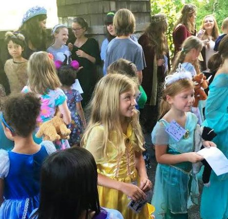 Shawnee on Delaware, Pensilvania: Getting autographs after the show (Children's Theater)