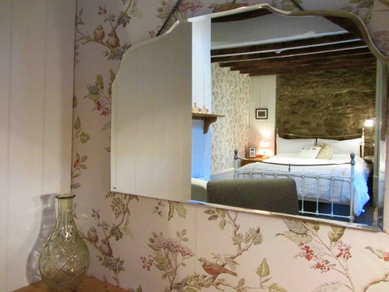 Lledrod, UK: Farmhouse Two - Large room with seating area and desk