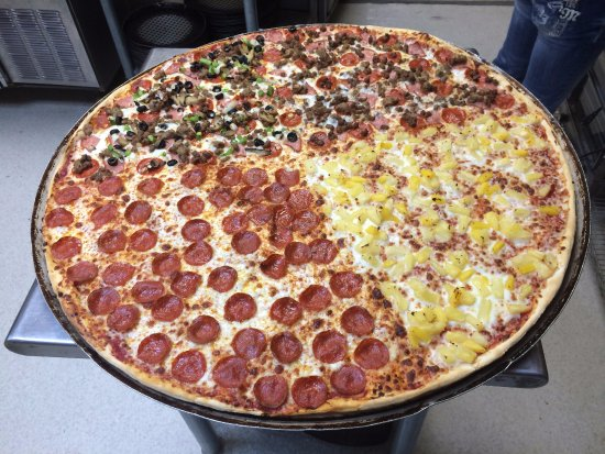 Ellis, KS: 29 inch - 13 pound Challenge Pizza!