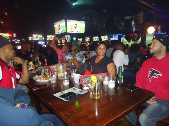 Sandy Springs, จอร์เจีย: Tony's Sports Bar 8610 Roswell Road