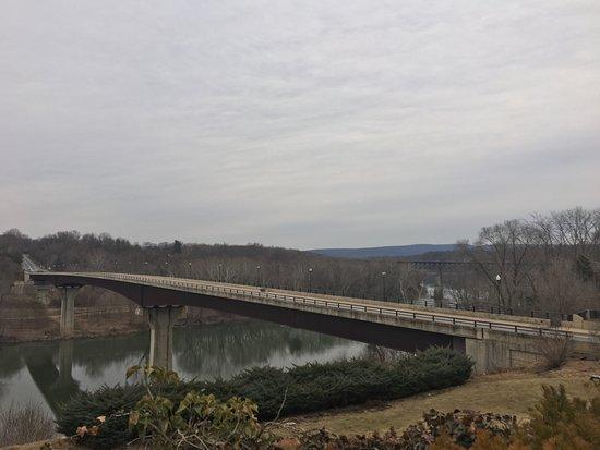 Bavarian Inn Dining Room : View of Potomac River from Bavarian Inn