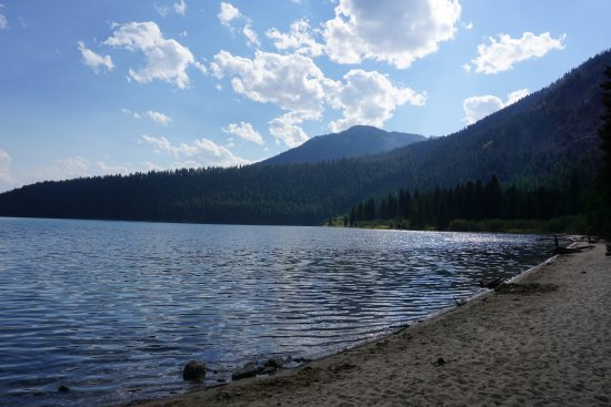 Laurance Rockefeller Preserve: beach on the shores of Phelps Lake