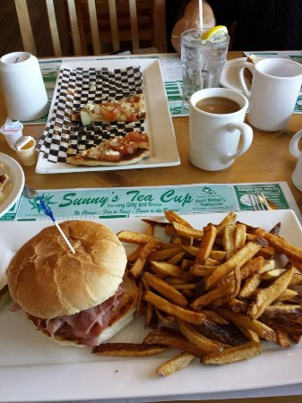 Port Elgin, Canada: corned beef cob and fries