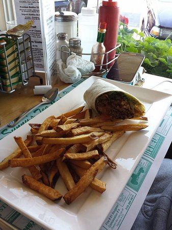 Port Elgin, Canada: wrap and fries