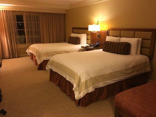 Hotel Abrego: Quarto com 2 camas queen