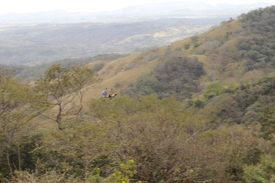 Miramar, Kosta Rika: The superman zip line across the wide valley.