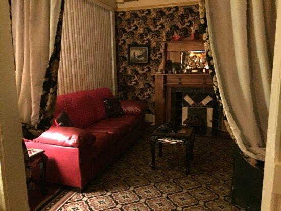Bisbee Grand Hotel: Hyggelig stue på værelset