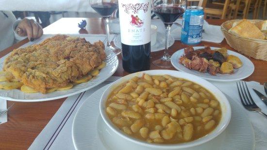 La Muela, Spanien: Fabada y cachopo para grandes comedores
