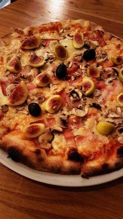 Klenovica, Κροατία: pizza alla Vesna