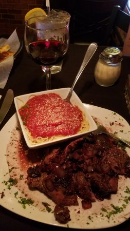 Vigneto Bar & Grill: Sirloin medallions in Port wine