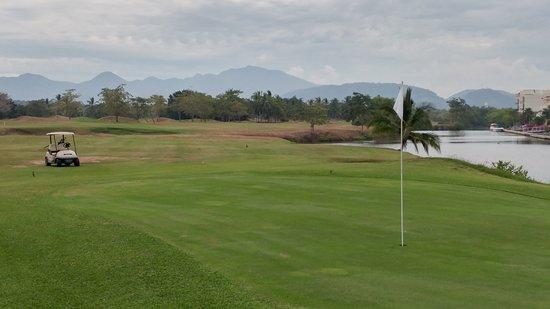 Marina Ixtapa Golf Club: Just short of the green in two at the El Hoyo del Diablo (the 18th)