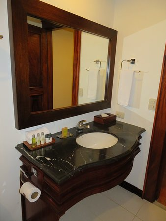 DoubleTree by Hilton Hotel Cariari San Jose: Our room had two sinks like this.