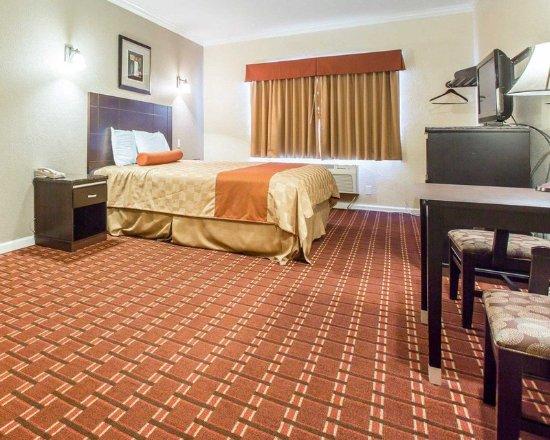 Rodeway Inn & Suites Pasadena: Guest room