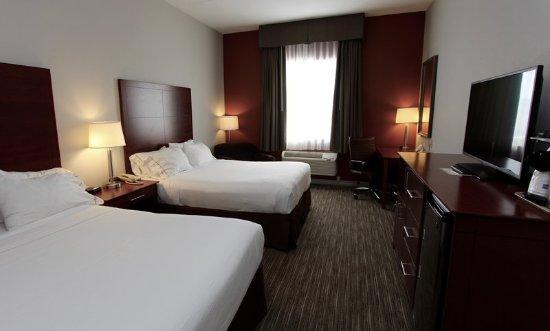 Holiday Inn Express & Suites 1000 Islands - Gananoque: Guest room