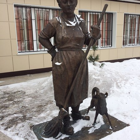 Sculpture Yardwoman Petrovna