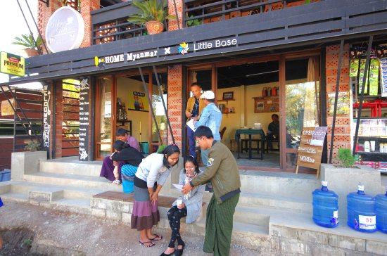 "Nyaungshwe, Birmanie (Myanmar) : Welcome to ""Little Base""!!"