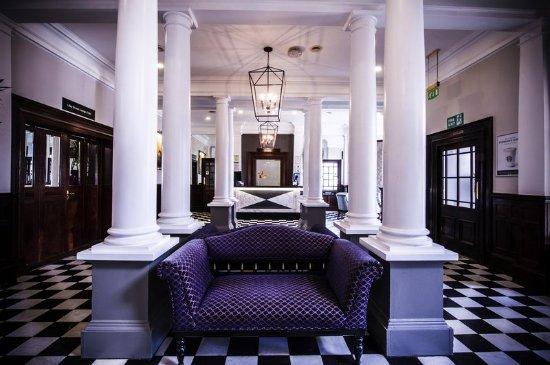 Charlton Kings, UK : Lobby