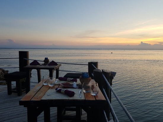 Coral Coast, Fiji: Table setting and view