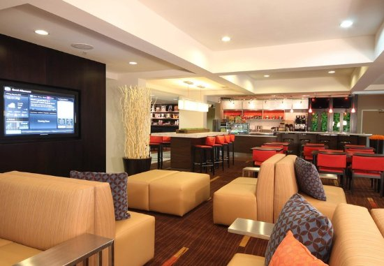 Courtyard chicago bloomingdale updated 2018 hotel for Table 52 chicago tripadvisor
