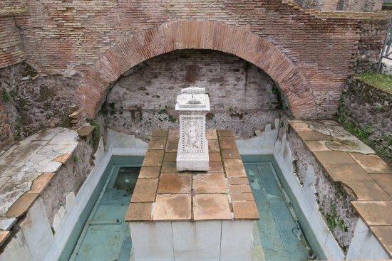 ユトゥルナの泉
