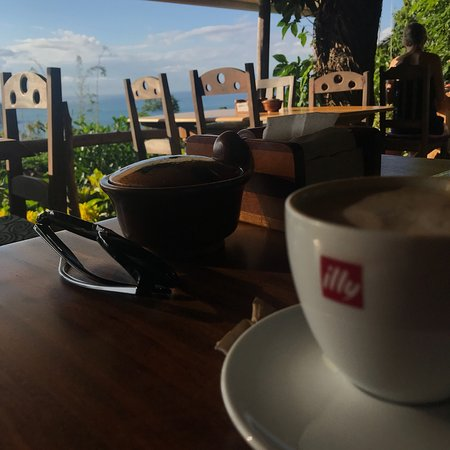 Exquisito desayuno acompañado de una bella vista