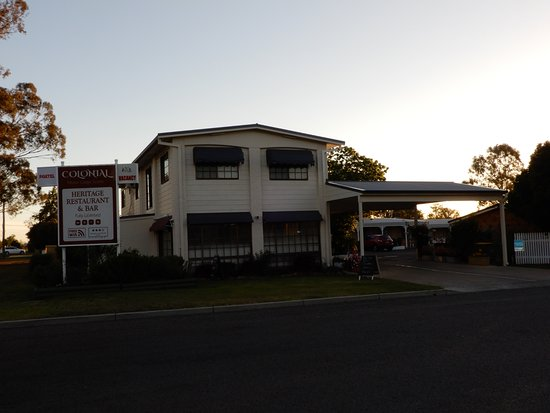 Colonial motor lodge updated 2018 motel reviews price for Colony house motor lodge