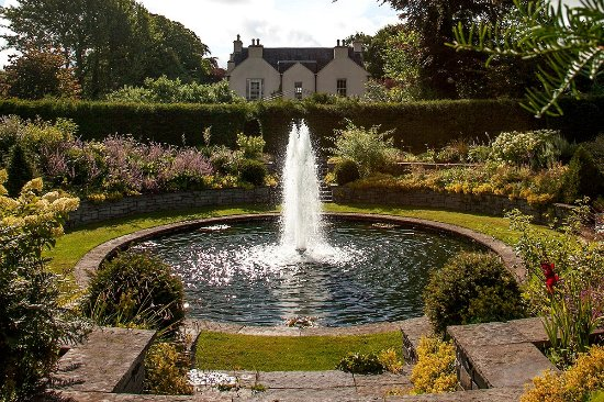 Stradbally, Irlanda: Lutyens Garden fountain