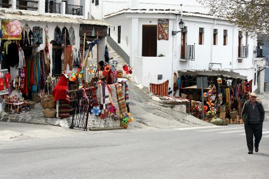 Capileira, Spain: Calle principal / artesanía local
