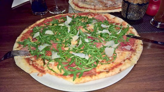 St. Oswald, Germany: Pizza mit Parmaschinken, Rucola, Parmesan 11 Euro