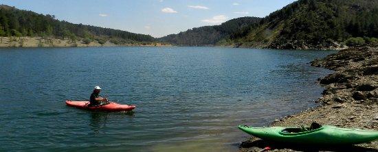 Tamajon, Spain: Embalse del Vado muy cerca de Madrid, pequeño y precioso pantano sin masificaciónes.