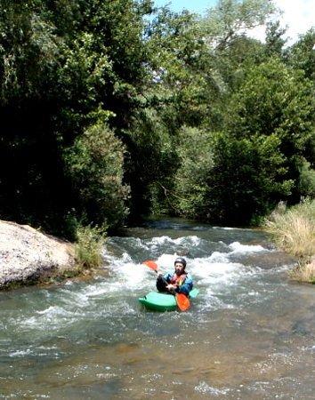 Tamajon, Spain: Descenso por del Río Bornova, en plena Sierra Norte de Guadalajara, muy cerca de Madrid.