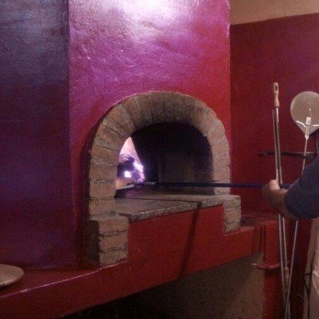 Osteria Bar Pizzeria La Pianona: vieni a mangiare la pizza cotta nel  forno a legna