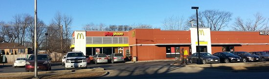 Harwood Heights, إلينوي: McDonald's and its PlayPlace with its large parking lot
