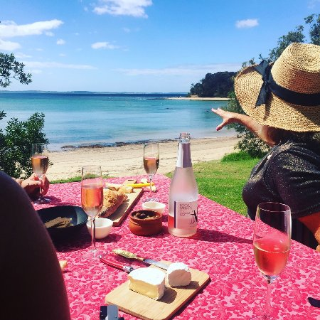 Balnarring, Australia: Enjoying a seaside picnic exclusive to MP Plunge Wine Tours