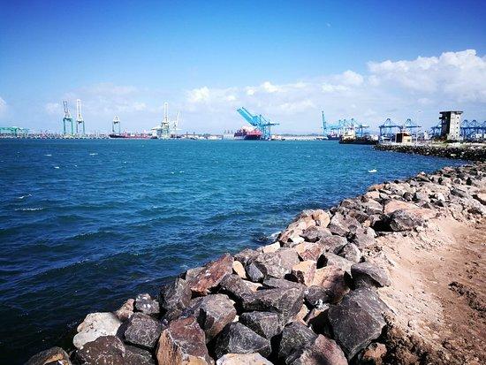 Colon, Panamá: Un lugar de recreación, está en proceso de construcción, puedes estar en familia, amigos, sólo,