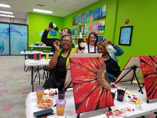 Masterpiece Mixers Paint Party & Pallet Studio: Ladies night out!